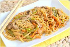 Tallarines fritos tres delicias, al estilo chino. Fáciles, rápidos y caseros.