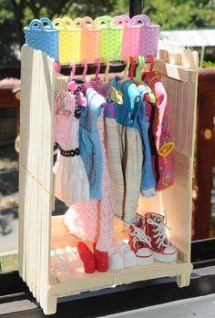 Crochet Toy Barbie Clothes cutify my world: Wednesday Blythe - Dress Rack and Hangers DIY Barbie Dolls Diy, Diy Barbie Clothes, Barbie Doll House, Diy Doll, Doll Clothes, Barbie Stuff, Dolls Dolls, Doll Stuff, Girl Dolls