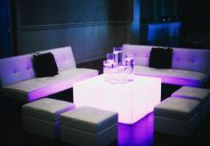 Modern lounge seating from Mood Party Rentals with lighting from Innovative Event Solutions. Photo by Heather Ann Design & Photography. Corner Bench Seating, Banquette Seating In Kitchen, Cafe Seating, Restaurant Seating, Floor Seating, Lounge Seating, Lounge Areas, Seating Plans, White Lounge