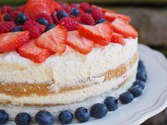 Bløtkake (Norwegian Cream Cake) - North Wild KitchenNorth Wild Kitchen Yay for May and layer cakes! Norwegian Cream Cake (Bløtkake) is a celebration cake, perfect for 17 Mai. Layers of cake, jam, custard, whipped cream & fruit. Norwegian Cuisine, Norwegian Food, Norwegian Recipes, European Cuisine, Norwegian Cake Recipe, Food Cakes, Cupcake Cakes, Cupcakes, Baking Cakes