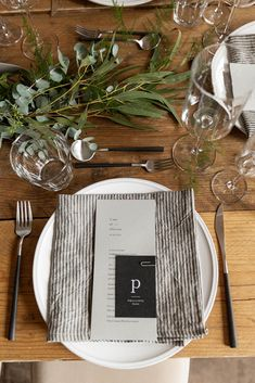 Styling a wedding – the simple touches and DIY details - table setting - simple table setting - minimalist wedding table - striped linen napkins - minimalist place setting Wedding Table Linens, Wedding Table Settings, Place Settings, Linen Napkins, Grey Plates, Easy Entertaining, Striped Linen, Minimalist Wedding