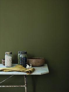 *Match Déco * Bleu gris VS vert Kale Wall Colors, House Colors, Colours, Farmhouse Chic, Rustic Chic, Suede Paint, Victoria House, Room Color Schemes, Rustic Lighting