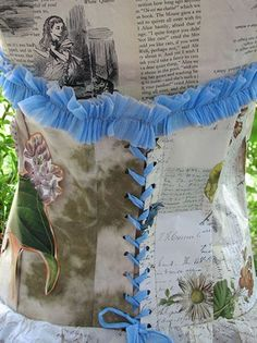 """Could also be called """"Frivolous Paper Dress for Costume Parties & Theatre Shows"""" OK. That was the 'how to make a simple paper dress'- idea, using Paper Clothes, Paper Dresses, Newspaper Art, Newspaper Dress, Recycled Dress, Recycled Fashion, Through The Looking Glass, Diy Costumes, Altered Art"""