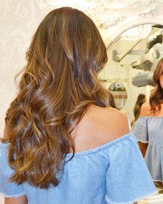 Ondas y colores brown que nos super encantan en #evapellejero!! 💞 😘 ⠀   #pelazo #ondas #waves #ondasperfectas #pelobonito #salondepeluqueria #zaragoza #coloresbrown #haircolor