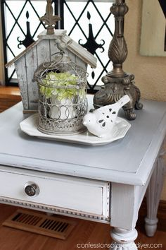 Favorite Decorating Tool Decorating with Trays .I love how a tray grounds a vignette.Decorating with Trays .I love how a tray grounds a vignette. Coffee Table Vignettes, Coffee Table Tray, Cool Coffee Tables, Decorating Coffee Tables, Coffee Table Design, Table Centerpieces, Table Decorations, Country Farmhouse Decor, Farmhouse Style