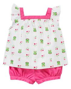 Dress her in sweet spring frog style with our light and airy two-piece set. Featuring a playful frog and tulip print on soft brushed poplin. Contrast neck trim and coordinating bloomer.