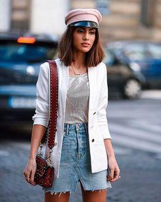 Camila Coelho.Combine a saia jeans com blazer.