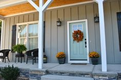 ideas for house exterior colors sherwin williams front porches Green Exterior Paints, Grey Exterior, Exterior Paint Colors For House, Paint Colors For Home, Exterior Colors, Exterior Design, Paint Colours, Gray Exterior Houses, Building Exterior