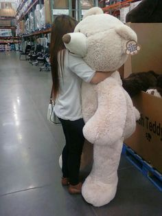 Ya one thing that all girls have in common is that they need one giant bear as a gift for them Huge Teddy Bears, Giant Teddy Bear, Big Bear, Teddy Girl, Costco Bear, Bear Tumblr, Bear Girl, Bear Toy, Christmas Wishes