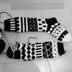 Cutie: MariSukat Wool Socks, Knitting Socks, Free Knitting, Marimekko, Clothing Patterns, Mittens, Fitness Inspiration, Knit Crochet, Crochet Patterns