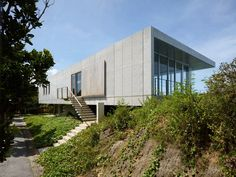 1100 Architect elevates concrete house above a bluff on a Japanese island