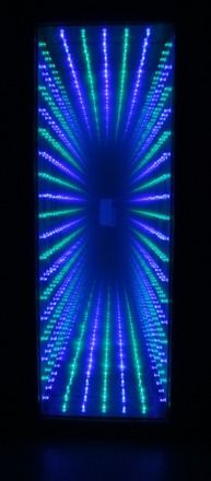 Infinity mirror design inspired by kanizsa triangle for Miroir infini led