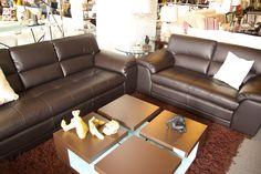 Juego de sala con sofá de 2 y 3 plazas + mesa de centro en madera