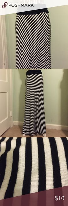 🌟SALE🌟Black and White Striped Maxi skirt! Very cute and in great shape although preloved! Third picture shows the ware, but it is not much! Just from typical use/wear. Size L. Name brand Active. This would look great with Burgundy Bow top I have listed in my closet also! Please take a look) Bundle and save 😊 Skirts Maxi