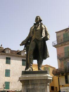 La statue de Pascal Paoli à Corte Pascal Paoli fut à la fois un général corse, le chef de la Nation corse indépendante, un démocrate, un patriote et un homme des Lumières.