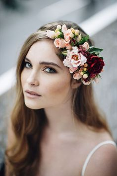 19 Gorgeous Floral Crowns For Fall Weddings - Wedding Crown Flower Crown Wedding, Wedding Hair Flowers, Bridal Flowers, Flowers In Hair, Wedding Crowns, Flower Tiara, Wedding Colors, Fall Flower Crown, Wedding Veils