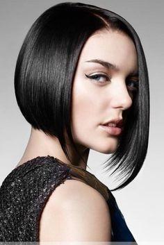 Taglio di capelli a caschetto asimmetrico