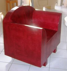Fauteuil en carton rouge Cardboard Furniture, Tub Chair, Decoration, Accent Chairs, Armchair, Miniatures, Furnitures, Home Decor, Cartonnage