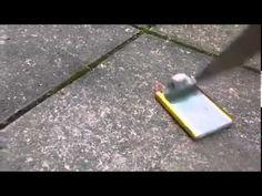 Videoclub – ¿Qué sucede al clavar un cuchillo en la batería de un móvil?