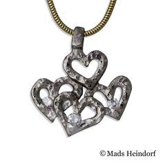 Tilfældige hjerter  #whitegold #hearts #diamonds #madsheindorf