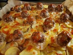 Lihapullapelti viipaloitujen perunoiden kera Food Tasting, Pepperoni, Baking Recipes, Bakery, Recipies, Food And Drink, Pizza, Favorite Recipes, Ethnic Recipes
