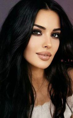 Gorgeous Eyes, Beautiful Girl Image, Beautiful Models, Most Beautiful Women, Black Hair Aesthetic, Bad Girl Aesthetic, Sexy Makeup, Hair Makeup, Brunette Beauty