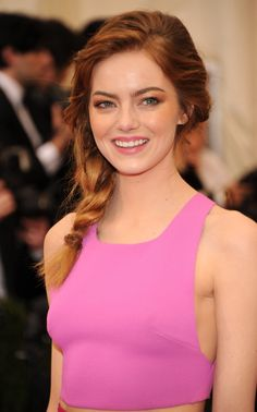 Emma Stone braid at the Met Gala. She has bangs.I wonder how she got her hair to pull back. Bonus: How to recreate her glowy cheeks and pink pucker, too, so that your transformation into Emma Stone can be complete. Summer Hairstyles, Easy Hairstyles, Girl Hairstyles, Hairstyle Ideas, Wedding Hairstyles, Stylish Hairstyles, Updo Hairstyle, Indian Hairstyles, Emma Stone Hair