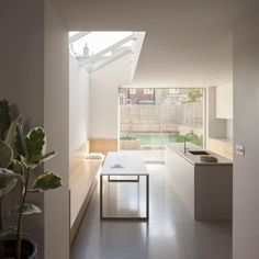 Pale brickwork, oak furnishings and terrazzo flooring combine in this light-filled extension to a Victorian house in London's Shepherd's Bush, designed by architecture studio Al-Jawad Pike. Minimalist Decor, Minimalist Design, Kitchen Interior, Kitchen Design, Home Design, House Extension Design, London House, House Extensions, Kitchen Extensions