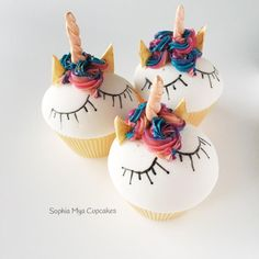 Unicorns have taken the caking world by storm! Inspired by all the unicorn cakes, i decided to create a cupcake version.