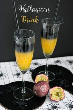 #Halloween #Halloweendrink #Drink #Cocktail #Getränk #schwarzer #Vodka #Wodka #Maracuja #Passionsfrucht #Blackcocktail #Orange #Zweifärbig #Alkohol #Alcohol