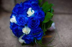 Buquê de rosas azuis.