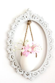 #DIY: Adorable #Easter Egg (vase) hanging from a frame...