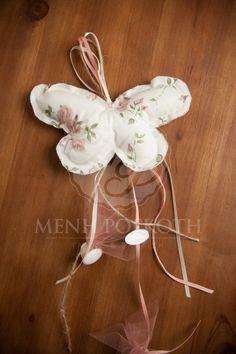 Μπομπονιέρα βάπτισης για κορίτσι μαξιλαράκι πεταλούδα με ύφασμα σε vintage roses