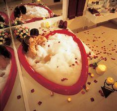 Cove Haven - Poconos Romantic Getaways - Pocono Mountain Resorts - Weekend Getaways - Honeymoon Vacations Double Bathtub, Bath Tub For Two, Romantic Bathtubs, Romantic Bathrooms, Dream Bathrooms, Romantic Vacations, Romantic Getaways, Romantic Bubble Bath, Fantasy Suites