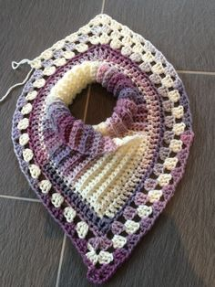Charted foundation row for crochet poncho Comienzo de ponchoHot Off My Hook! Project: Cowl Neck Poncho Started: 14 Jan 2016 Completed: 16 Jan 2016 Model: Madge the Mannequin Crochet Hook(s): Cowl portion, K, GrannSizing for poncho head openingThis is Col Crochet, Striped Crochet Blanket, Learn To Crochet, Crochet Shawl, Crochet Stitches, Crochet Baby, Free Crochet, Double Crochet, Crochet Amigurumi