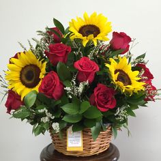 Basket of sunflowers and red roses Sunflower Arrangements, Flower Arrangements Simple, Sunflowers And Roses, Red Roses, Flower Box Gift, Flower Arrangement Designs, Flower Studio, Funeral Flowers, Arte Floral