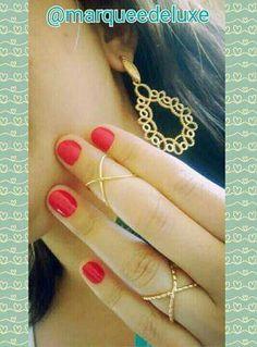 Olha que delicadeza esses anéis! E que luxo esse brinco! Ótima opção para o fim de semana!   Fica de olho nas nossas redes sociais!  Site: www.marqueedeluxe.com.br  Insta: @marqueedeluxe  Pinterest: Marquee de Luxe  Whats: (42)9802 3838