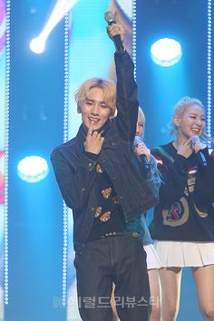 SHINee treat. I love the fact that Keybaby's happy!!! Look at that smile! <3! {PICS} 150402 MC Key – M! Countdown | Key International Fanpage