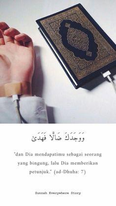 Oh allah tuntunlah aku ke jalanmu yang benar Beautiful Quran Quotes, Beautiful Prayers, Islamic Love Quotes, Islamic Inspirational Quotes, Muslim Quotes, Religious Quotes, Allah Islam, Islam Muslim, Islam Quran