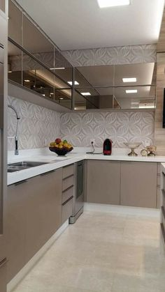 24 Small Kitchen Ideas Everyone Should Try This Year kitchen cozinha casas kitchen design Kitchen Room Design, Farmhouse Kitchen Cabinets, Modern Kitchen Cabinets, Kitchen Cabinet Design, Modern Kitchen Design, Home Decor Kitchen, Kitchen Flooring, Interior Design Kitchen, Kitchen Ideas