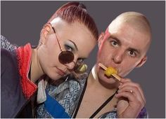 In the nineties a lot of people at Dutch highschools looked like this . Thank god. Raves, Shaved Head Women, Urban Tribes, Hardcore Music, Round Sunglasses, Mens Sunglasses, Acid House, 90s Party, Bald Women