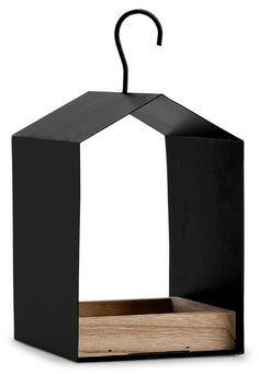 Leuk vogelvoederhuisje in strak ontwerp. Gemaakt van hout en metaal. 13,5 x 11,5 x 18 cm.