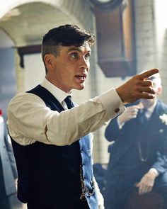Peaky Blinders Cillian Murphy was already a A-class actor before the gangster drama exploded on our television scenes, but he's blown us all away with his portrayal of Tommy Shelby. Peaky Blinders Tommy Shelby, Peaky Blinders Thomas, Cillian Murphy Peaky Blinders, Hot Actors, Actors & Actresses, Marvel Comics, Peaky Blinders Wallpaper, Aaron Warner, Peaky Blinders Series