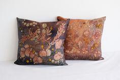 cuscini - cushions seta -silk handmade batik unique piece 40 x 40 cm Cushions, Throw Pillows, Texture, Silk, Unique, Handmade, Surface Finish, Toss Pillows, Toss Pillows