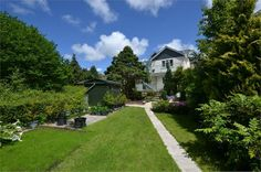 Large 5 bedroom/5 bathroom house in the middle of Truro
