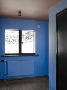 Modernistisk 30-tallsvilla - KOI Fargestudio Green Highlights, Scandinavian Living, Color Trends, Koi, Terracotta, Colours, Studio, House, Cobalt