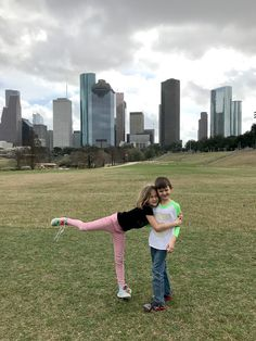 Bakebaby! Houston Locations, Family Portraits, Running, Sports, Family Posing, Hs Sports, Keep Running, Why I Run, Family Pictures