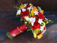Savannah Wedding flowers red orange bouquet  www.lizardeyephoto.com  www.katoweddings.com
