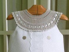 Дела мои рукодельные...: Комбинированные платьица для девочек (ткань+вязание) Crochet Baby Clothes, Crochet Girls, Crochet For Kids, Crochet Yoke, Crochet Fabric, Baby Girl Dresses, Baby Dress, Rose Clothing, Baby Pullover