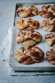 The best recipe for Kanelbullar - cinnamon buns to fall in love with Das beste Rezept für Kanelbullar – Zimtschnecken zum Verlieben The best recipe for Kanelbullar cinnamon buns to fall in love with TINY - Easy Donut Recipe, Baked Donut Recipes, Simple Muffin Recipe, Baking Recipes, Cake Recipes, Dessert Recipes, Desserts, Homemade Sweets, Homemade Donuts